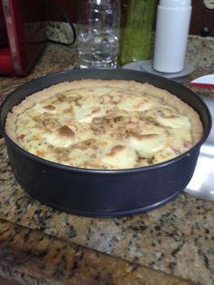 Quiche peito de peru , requeijão , tomate e queijo