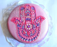 Hamsa Cake, mano de fatima, jamsa, ojo turco, mandala cake, Gorgeous Cakes, Pretty Cakes, Amazing Cakes, Fancy Cookies, Cute Cookies, Cake Decorating Tips, Cookie Decorating, Mehndi Cake, Dream Cake