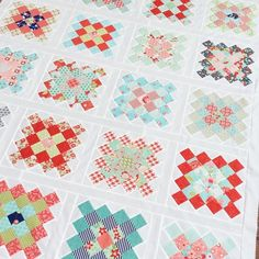 Granny Square Quilt, Granny Squares, Quilting Projects, Quilting Ideas, Instagram Accounts, Instagram Posts, Scrap, Fabrics, Quilts