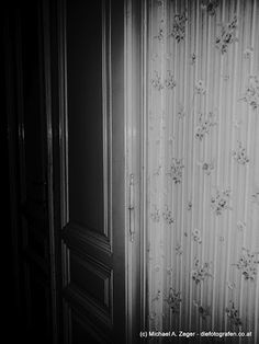 Tapetenwechsel Vienna, Insight, Curtains, Home Decor, Driveway Entrance, Wallpapers, Homes, House, Homemade Home Decor