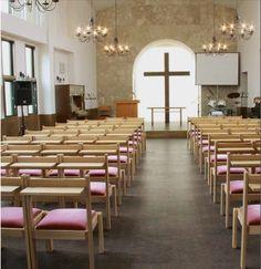 Kobe Gospel Church, Kobe Japan. Diese Kirche pflegt eine der typischen japanischen Gebräuche: Besucher tragen innerhalb eines Gebäudes keine Schuhe. Der Gebrauch von Korkfußboden ermöglicht hier mehr Wohlbefinden, da er fußwarm ist. Quelle: Amorim #Kork