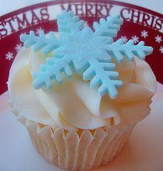 Blue+Christmas+Cupcakes | Blue Christmas Snowflake Cupcake