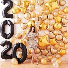 18th Birthday Party, Birthday Party Decorations, Girl Birthday, Christmas Photo Booth, Christmas Photos, Balloon Background, New Years Eve Decorations, New Years Eve Party, The Balloon
