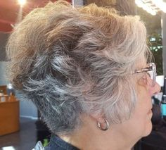 Wavy Pixie with Nape Undercut frisuren feines haar nacken The Best Hairstyles and Haircuts for Women Over 70 Hairstyle App, Undercut Hairstyles, Pixie Hairstyles, Short Hairstyles For Women, Nape Undercut, Hairdos, Undercut Pixie Haircut, Hairstyles Haircuts, Pretty Hairstyles