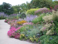 Advice, methods, and resource with regards to acquiring the most ideal end result and attaining the max perusal of Mulch Landscaping Landscape Borders, Garden Landscape Design, Garden Borders, Water Wise Landscaping, Mulch Landscaping, Steep Hillside Landscaping, Landscaping Software, Landscaping Design, Cottage Garden Design
