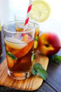 15 Boozy Iced Tea Cocktail Recipes to Quench Your Summer Thirst - Brit + Co Homemade Lemonade Recipes, Iced Tea Recipes, Cocktail Recipes, Homemade Ice, Alcoholic Iced Tea, Iced Tea Cocktails, Refreshing Drinks, Summer Drinks, Fun Drinks