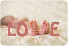 """Baby feet as the """"v"""" in Love (photography) Newborn Pictures, Baby Pictures, Cute Pictures, Newborn Pics, Baby Newborn, Newborn Care, Love Photography, Children Photography, Newborn Photography"""