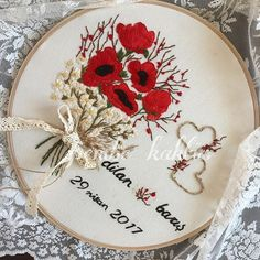 Hayır ben yaptım diye değil vallahi çok beğendim 😂 Hayırlı akşamlar ❤️ #embroidery #nisantepsisi #nisantepsisimodelleri #brezilyanakisi #embroideryart #gelincik #papatya #aşkpanosu #isimlipano Silk Ribbon Embroidery, Embroidery Stitches, Embroidery Patterns, Hand Embroidery, Flower Embroidery, Grosgrain, Needlework, Embellishments, Diy And Crafts