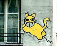 M.CHAT, un chat jaune sur les façades de Paris