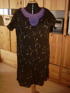 Abominabele foto. Zwarte tuniek met gehaakte hals eigen ontwerp 2009