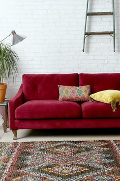 Living Room with Red Couch Pictures. 20 Living Room with Red Couch Pictures. Red sofa S Design Ideas Remodel and Decor Lonny Red Couch Living Room, Small Living Rooms, Living Room Interior, Burgundy Couch, Burgundy Living Room, Maroon Couch, Red Velvet Sofa, Decoration Inspiration, Decor Ideas