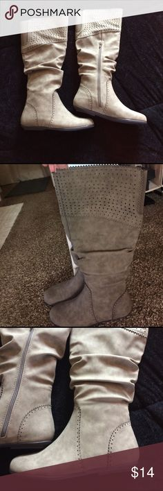 Gorgeous new boots Knee high, ladies size7 1/ color  is between a light chocolate and dark tan, great design , slouch style,flat no heel, brand new I never wore them , they boots do have a zipper closure . Shoes
