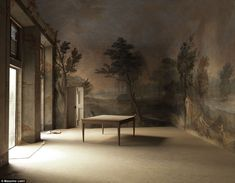 CIELO Less austere: This room in the Palazzo Martelli in Florence shows a painted mural on the wall, but a room void of furniture, save for one lone wooden table Casa Milano, Interior And Exterior, Interior Design, Empty Spaces, Empty Room, Home And Deco, Wall Treatments, Palazzo, Fresco