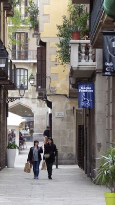 Excursions in Barcelona, Costa Brava & Catalunya; Barcelona Airport Private Arrival Transfer. Apartments in Barcelona;  Barcelona Airport Private Arrival Transfer. Vacations in Barcelona; Holidays in Barcelona. Only positive feedback from tourists. http://barcelonawow.com/en/ http://barcelonafullhd.com/