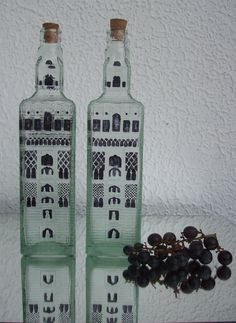 Glass bottles handpainted. Botellas de vidrio pintadas a mano