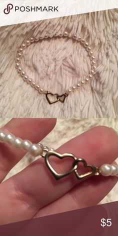 Bracelet💕 Excellent used condition. Faux pearl bracelet with hearts                                                                     Pet Friendly Home 🐶🐱🐱 Smoke Free Home 🚫 No trades 🚫 Offers, Bundles, and Questions Encouraged 👍🏻 Jewelry Bracelets