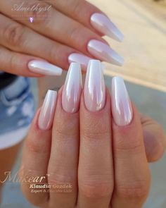 If you want to create an interesting yet stylish look for your nails, you should consider white nail designs. The bright, crisp color highlights your nails, while their neutrality does not always make them look awkward. Chic Nails, Stylish Nails, Hair And Nails, My Nails, Shellac Nails, Stiletto Nails, Pearl Nails, Classic Nails, Nagellack Trends