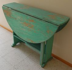 FREE SHIP - Primitive Farm Table - Round Vintage Rustic Chippy Folding Dropleaf Kitchen / Dining Table - Solid Wood Wooden - 1940s Diy Wood Floors, Rustic Wood Walls, Rustic Wood Signs, Stick On Wood Wall, Peel And Stick Wood, Dark Wood Kitchens, Rustic Country Kitchens, Wood Picture Frames, Picture On Wood