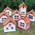 Kleine Häuser Clay Houses, Air Dry Clay, Little Houses, Clay Creations, Clay Crafts, Garden Art, Tiny House, Gingerbread, Lanterns