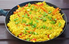This healthy, vegan curry coconut thai rice recipe is bursting with great flavors and vibrant colors! It's easy to make and ready super-fast! | gourmandelle.com