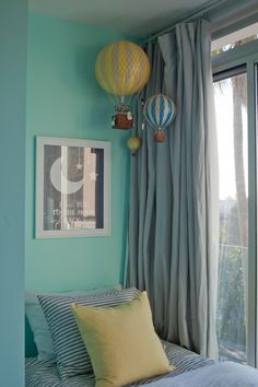 Hot air balloons, so adorable. Would be adorable in a kids room or play room