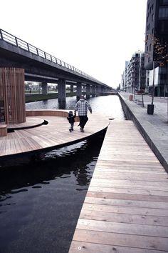 L'équipe de MyOrt (open research team)a remportéle prixLille Arne 2013pour la conception decinq îles circulaires en bois sur le canal deØrestad, un q