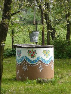 zalipie Foto: PB Polish Folk Art, Old Cottage, Fancy Houses, Antique Illustration, Save Water, Colorful Furniture, Fall Harvest, House Painting, Garden Art