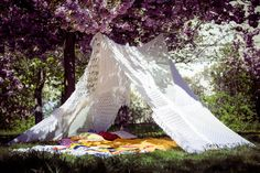 HANGING KNIT TEEPEE 8SQ via TIPIYEAH. Click on the image to see more teepee ´s!