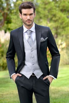 Suit, tuxedo, tails, Half Fraque or Free - All you need to know about ideal groom& attire! Complete Guide with ideal accessories and colors. Groom Outfit, Groom Attire, Groom And Groomsmen, Groom Suits, Tuxedo Wedding, Wedding Attire, Men Wedding Suits, Wedding Gowns, Black Suit Wedding