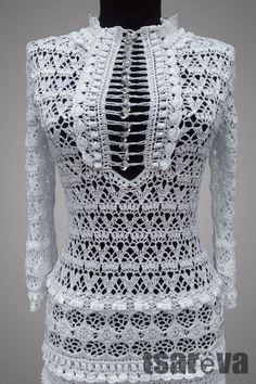 Купить или заказать Элиза в интернет-магазине на Ярмарке Мастеров. Вязаное крючком нарядное белое платье. Сделано из 100% хлопка. Отлично подойдет для любого торжественного события, вплоть до наряда невесты. На груди – оригинальная застежка из 20 с лишним пуговиц (она сужается сверху и снизу и расширяется к середине). Рукава, как и юбка, украшены объемными цветами и рюшами. Верх связан достаточно плотно, поэтому платье необязательно носить с цельным подкладом, достаточно подъюбника.