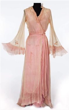 """~Vivian Leigh screen worn robe from """"A Streetcar Named Desire"""" (1951). The movie won Oscars for Vivien Leigh (Best Actress), Karl Malden (Best Supporting Actor), and Kim Hunter (Best Supporting Actress). Marlon Brando was nominated for Best Actor but lost to Humphrey Bogart (The African Queen)~"""