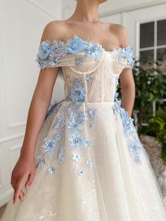 Pretty Prom Dresses, Ball Dresses, Elegant Dresses, Pretty Outfits, Cute Dresses, Floral Wedding Dresses, Prom Dresses Flowers, Fantasy Wedding Dresses, Amazing Dresses