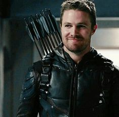 His smile tho His smileeeeee Arrow Cw, Team Arrow, Green Arrow, Tommy Merlyn, Oliver Queen Arrow, Arrow Tv Series, Arrow Serie, Stephen Amell Arrow, Dc Icons
