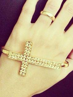 O acessório pode ser caracterizado ainda como bracelete de mão, pois a peça nada mais é que uma pulseira que se é usada na entre as costas da mão e a palma.