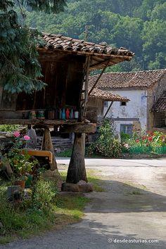Fotos hórreos Asturias Asturias Spain, Spanish Towns, Paraiso Natural, Vernacular Architecture, Country Scenes, Basque Country, Tourist Spots, Spain And Portugal, Places Of Interest