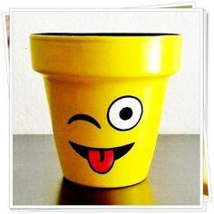 Macetas De Barro Pintadas A Mano- Diseños Únicos Nº 10 - $ 85,00 Flower Pot Art, Flower Pot Design, Flower Pot Crafts, Flower Pot People, Clay Pot People, Clay Pot Projects, Clay Pot Crafts, Painted Plant Pots, Painted Flower Pots