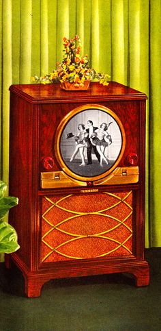 Zenith Television - 1949 Yep our first tv Vintage Television, Television Set, Lps, Radios, Vintage Appliances, First Tv, Vintage Tv, Old Tv, Classic Tv