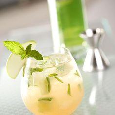 Cocktail sans alcool au thé et jus de pomme