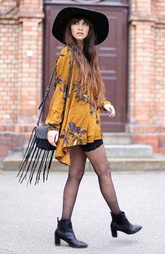 | Kimono com estampa floral + Ankle boots + Chapéu + Bolsa com franja! |