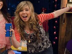 Miranda Cosgrove, Jennette Mccurdy, American Singers, American Actress, Icarly Sam And Freddie, Icarly Cast, Long Blonde Curly Hair, Ella Anderson, Teen Series