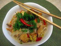 Skleněné nudle s kuřecím masem a zeleninou - Asijská kuchyně Asian Recipes, Ethnic Recipes, Japchae, Thai Red Curry, Food And Drink, Health Fitness, Cooking, Soups, Diet