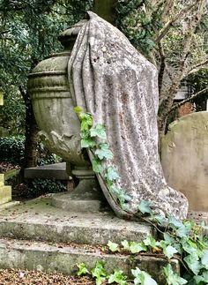In Memorium, Angel Statues, Blanket, Pictures, Photography, Photos, Photograph, Fotografie, Photoshoot