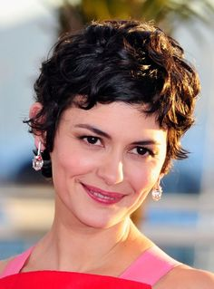 Audrey Tautou Photos Photos - Palme D'Or Winners Photo Call in Cannes - Zimbio Short Hairstyles For Thick Hair, Choppy Bob Hairstyles, Haircuts For Curly Hair, Curly Hair Cuts, Medium Hair Cuts, Short Hair Cuts, Medium Hair Styles, Curly Hair Styles, Curly Pixie