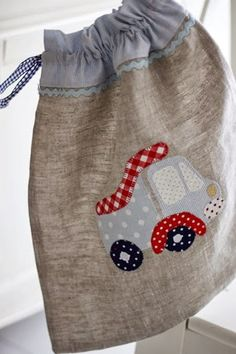 Atelier de Monique: New things- Atelier de Monique: Nuevas cositas Atelier de Monique: New things - February Baby, Baby Applique, Library Bag, Fabric Gift Bags, Carry All Bag, Jute Bags, Patchwork Bags, Kids Bags, Baby Quilts