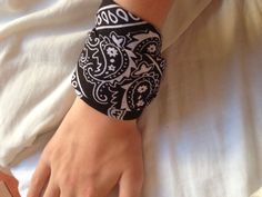 How to Make a Bandana Bracelet: 9 Steps (with Pictures) - wikiHow