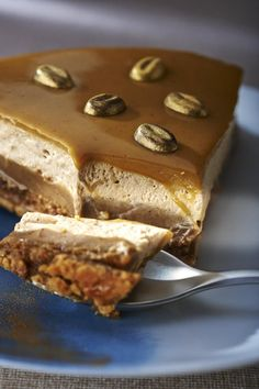 Infinitely Coffee Pie Recipe-Recette tarte infiniment café We love the infinite coffee pie signed Pierre Hermé, sophisticated and gourmet. It consists of a cream, syrup and a coffee ganache! Tart Recipes, Dessert Recipes, Cake Cafe, Coffee Drink Recipes, Coffee Drinks, Pastry Cake, Coffee Cake, Coffee Coffee, Coffee Beans