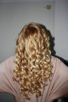 @Teresa Selberg Renaud Reynolds Elzer would a perm give me curls like this?