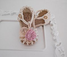 Crochet baby girl sandals - 100% cotton yarn - Vintage lace/knit flower - Wooden button -swarovski elements