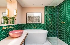 green bathroom Bright London apartment, where eternal summer dwells Bathroom Interior Design, Modern Interior Design, Interior Design Magazine, Bad Inspiration, Bathroom Inspiration, Bathroom Colors, Bathroom Ideas, Bathroom Green, Brass Bathroom
