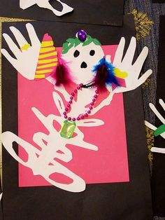 Name Skeletons: Art for Dia de Los Muertos Skeleton Drawings, Skeleton Art, Fall Crafts, Crafts To Make, Crafts For Kids, Halloween Art Projects, Projects For Kids, October Art, 7th Grade Art